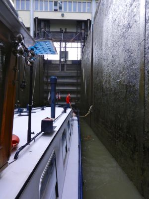 The guillotine lock lowered us down to the River Soane.