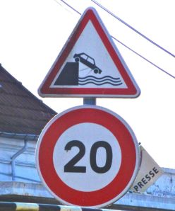 Without this sign we would not know that it is forbidden to drive into the canal