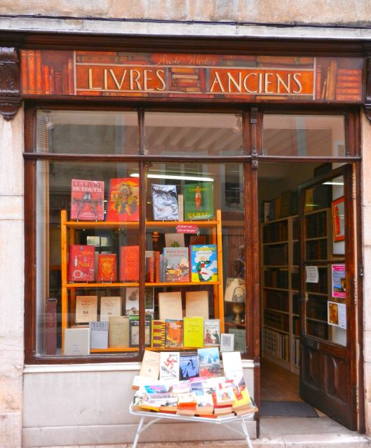 French bookstores are almost as common as dog groomers, driving schools and tabacs.