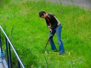 We'd been listening to country music all afternoon and Sandra was inspired by Johnny Cash singing about John Henry swinging his hammer. Here she is hammering our three foot long mooring stakes into the grass.